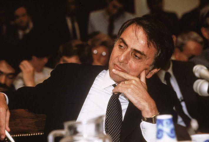 Sagan sagte 1985 bei einer Anhörung des US-Kongresses zu den klimatischen, biologischen und strategischen Folgen eines ...