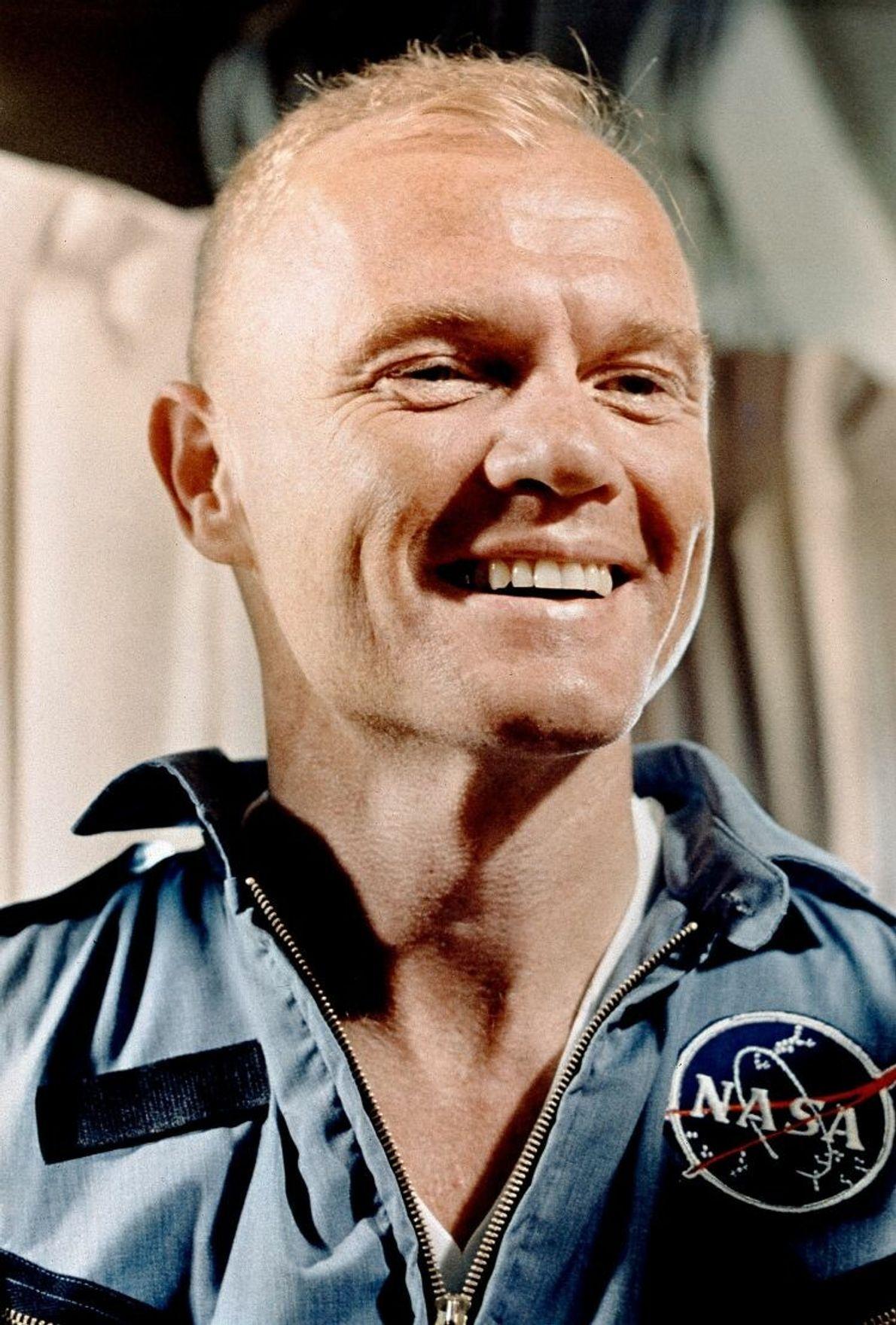 John Glenn im Jahr 1960. Zum Zeitpunkt seines ersten Orbitalflugs 1962 war Glenn im relativ fortgeschrittenen ...