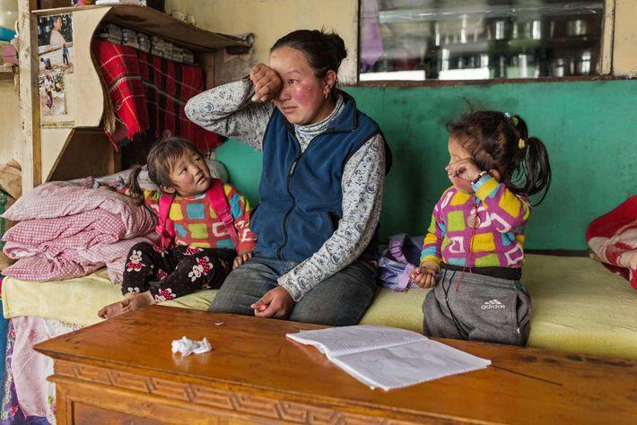 Für Nimadoma Sherpa aus dem Dorf Pongboche sind die Erinnerungen an ihren Mann noch immer schmerzvoll. ...
