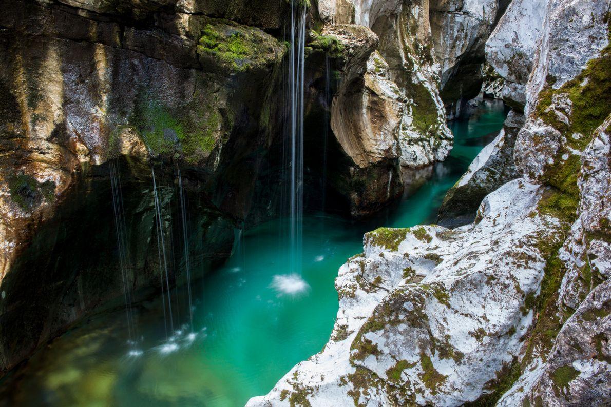 Die Großen Soča-Tröge befinden sich mitten im Herzen des Soča-Tals. Auf den Klippen der spektakulären Schluchten ...