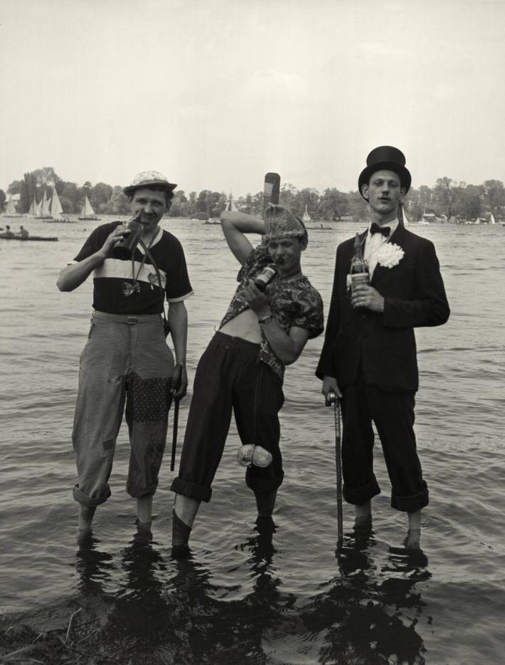 Himmelfahrt / Vatertag. Vatertagsausflug an den Berliner Wannsee. Foto, Mai 1956.