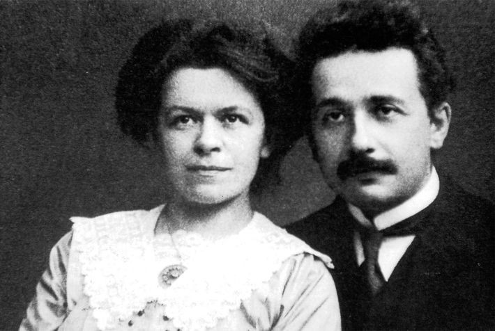Einstein mit seiner ersten Frau, Mileva Maric.