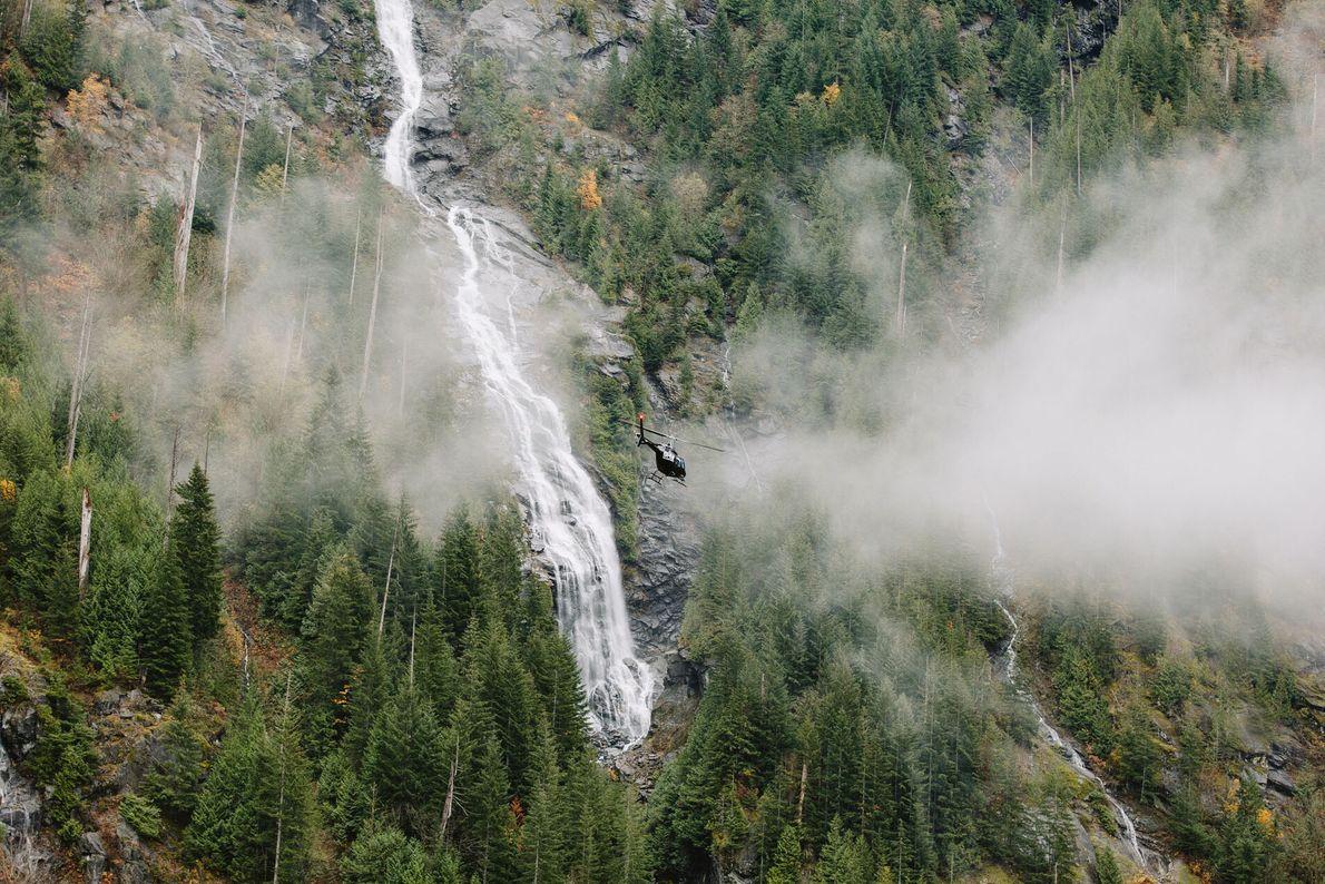 6. IN LUFTIGER HÖHE  Noch abenteuerlicher wird es beim Paragliding, Klettern oder einem Flug im Hubschrauber: Beobachten ...