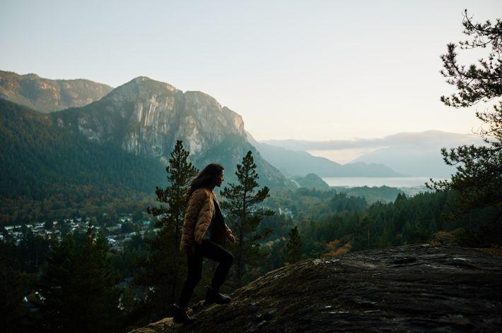 Squamish liegt am nördlichen Ende des Howe Sound, umringt von Bergen wie dem Stawamus Chief, einem ...