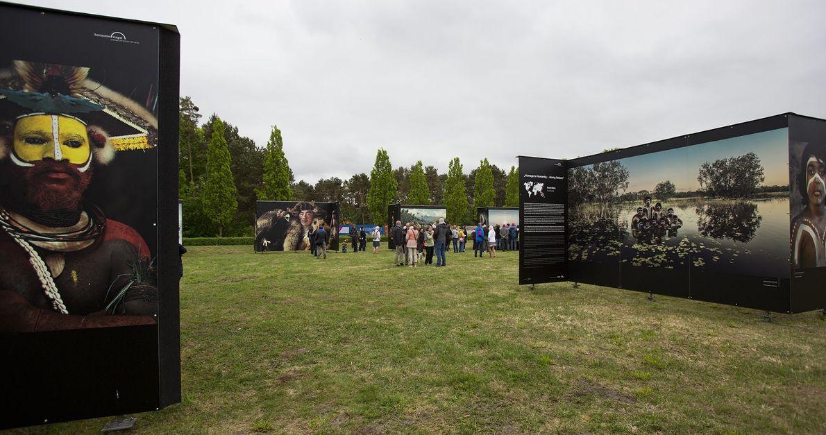 Vernissage der Ausstellung »Homage to Humanity« am Ausstellungsort Jordanstraße.