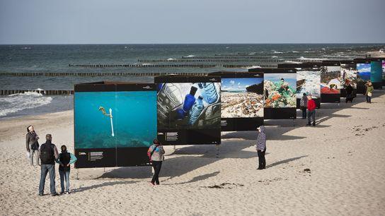 Die National Geographic- Ausstellung »Vorsicht Plastik – die Vermüllung der Weltmeere« ist auf dem Umweltfotofestival »horizonte ...