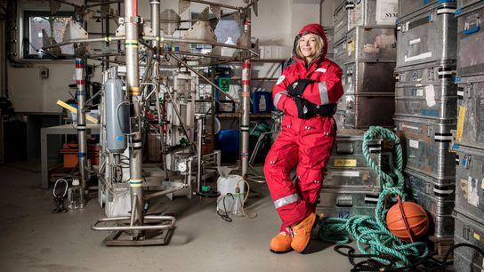 Eine starke Frau: Antje Boetius, die Direktorin des Alfred-Wegener-Institut in Bremerhaven, mit Schutzanzug für die Arktis ...