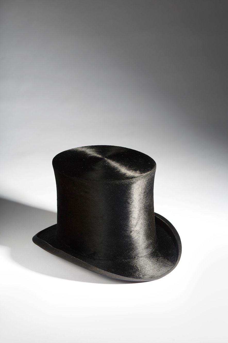 Hutmacher begannen in den 1730ern, Hasen- und Kaninchenfell mit Quecksilber zu behandeln. Dieser Hut wurde im ...