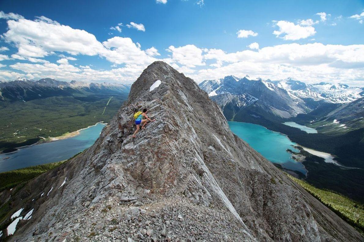 Auch im Parksystem Kananaskis Country im kanadischen Bundesstaat Alberta gibt es wundervolle blaue Seen, die denen ...
