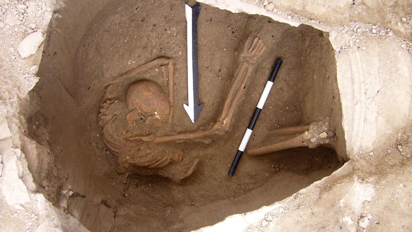 Skelett in Tongefäß