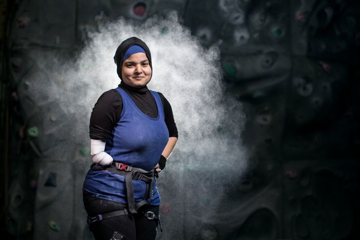 Anoushé Husain wurde ohne rechten Arm unterhalb des Ellenbogens geboren und besiegte eine Krebserkrankung. Der Sportfotograf ...