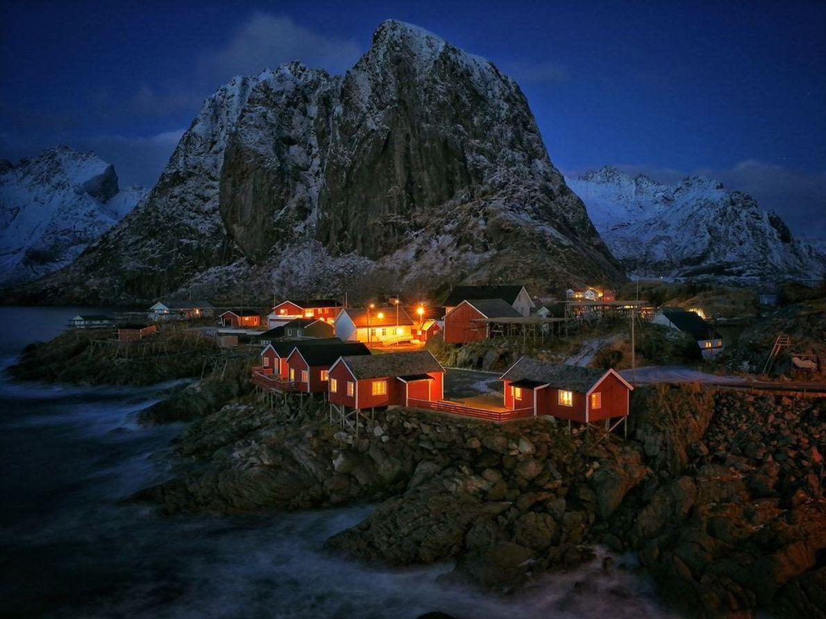 Dämmerung über Hamnøy | Um 15 Uhr bricht die Nacht über den Fischerdörfern nahe der Arktis ...