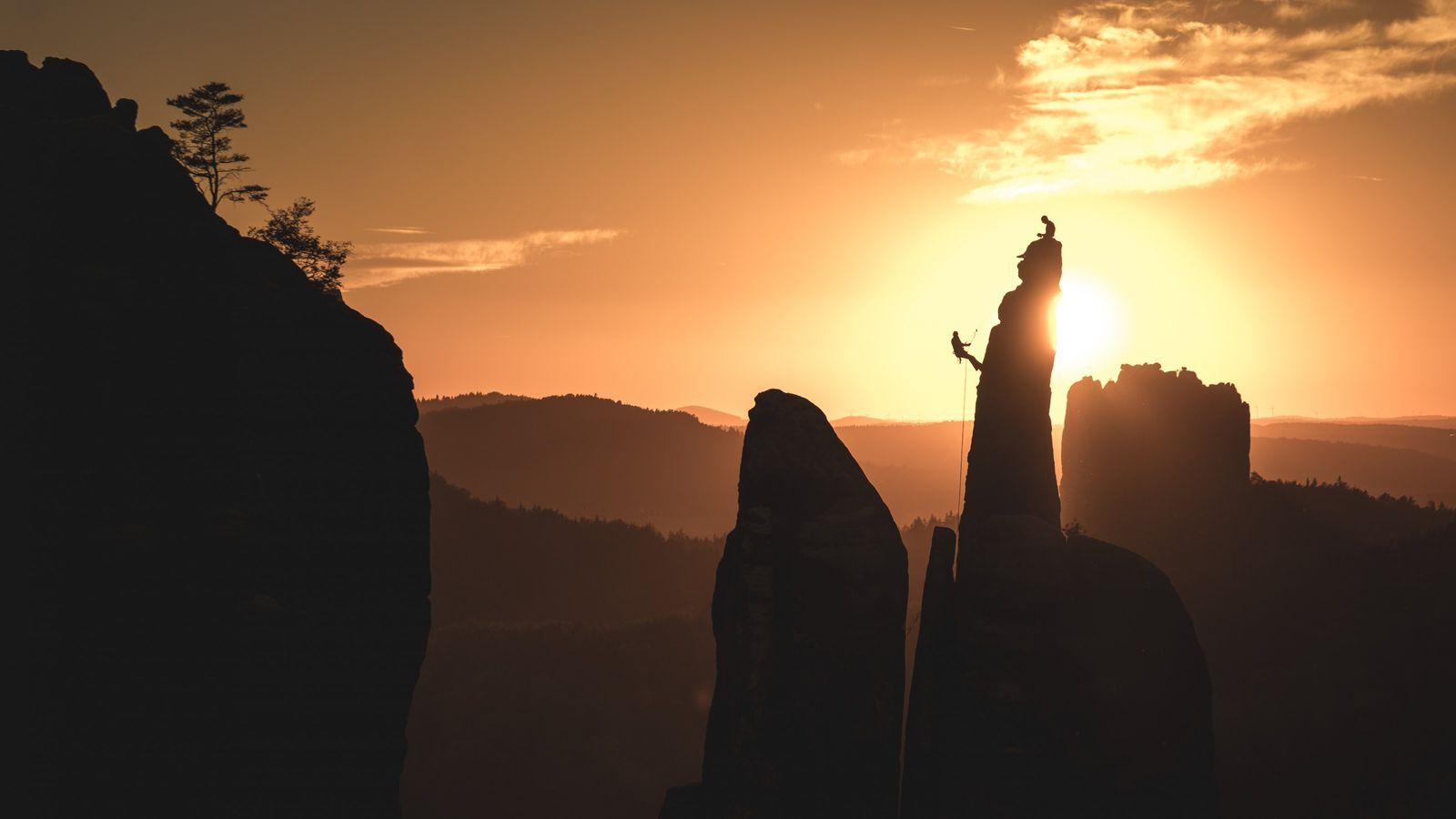 Bei Kletterern ist die Sächsische Schweiz ein beliebtes Ausflugsziel, allerdings gibt es einiges zu beachten: Chalk ...