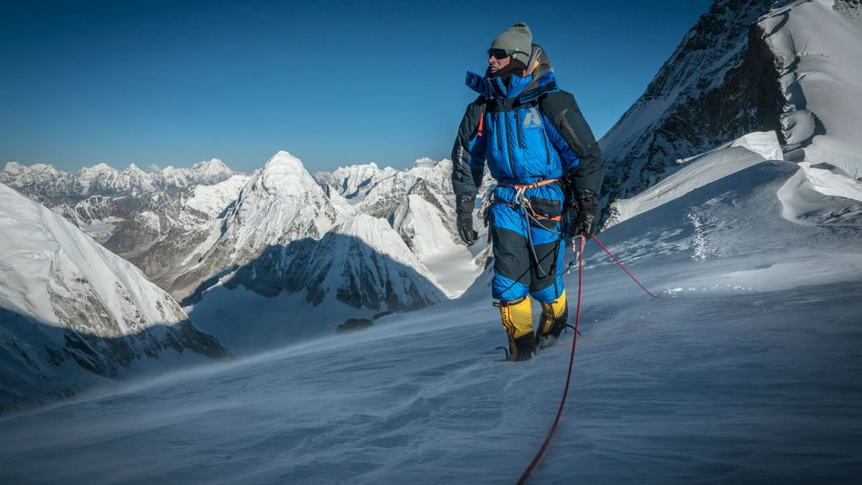 Zwei Bergsteiger kehren für einen Gipfel-Snap zum Everest zurück