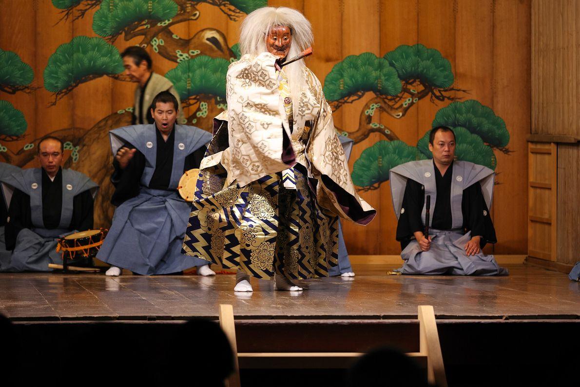 Die Noh Theateraufführung auf der Insel Sado.