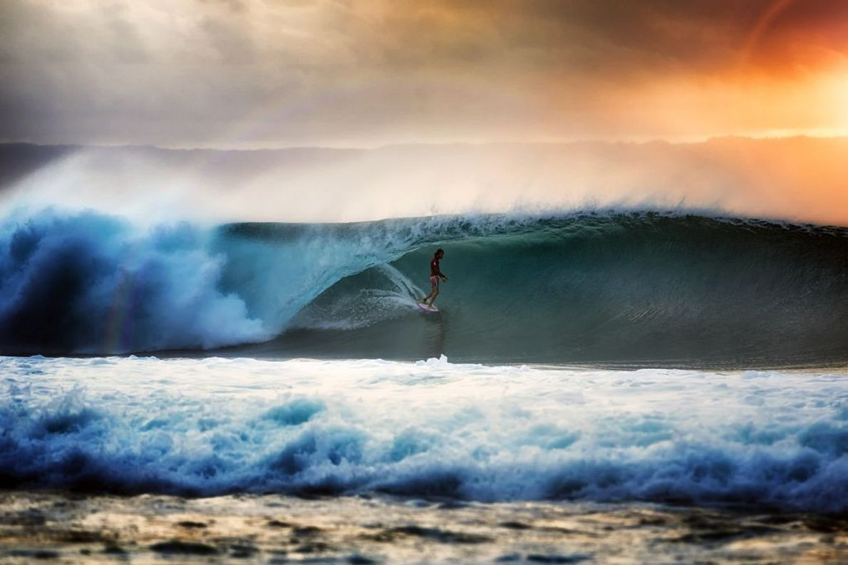 Jean Da Silva beim Surfen in Desert Point, Lombok.