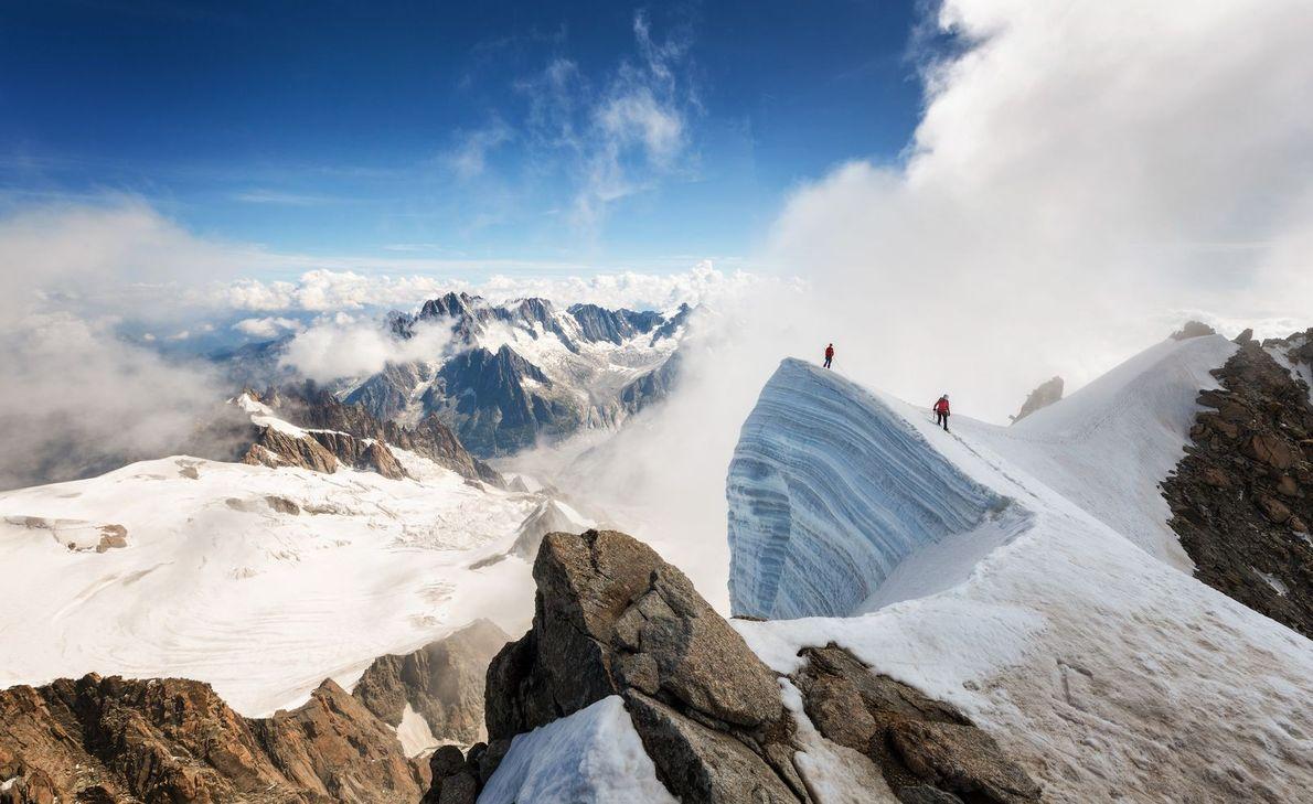 Zwei Bergsteiger auf Berg