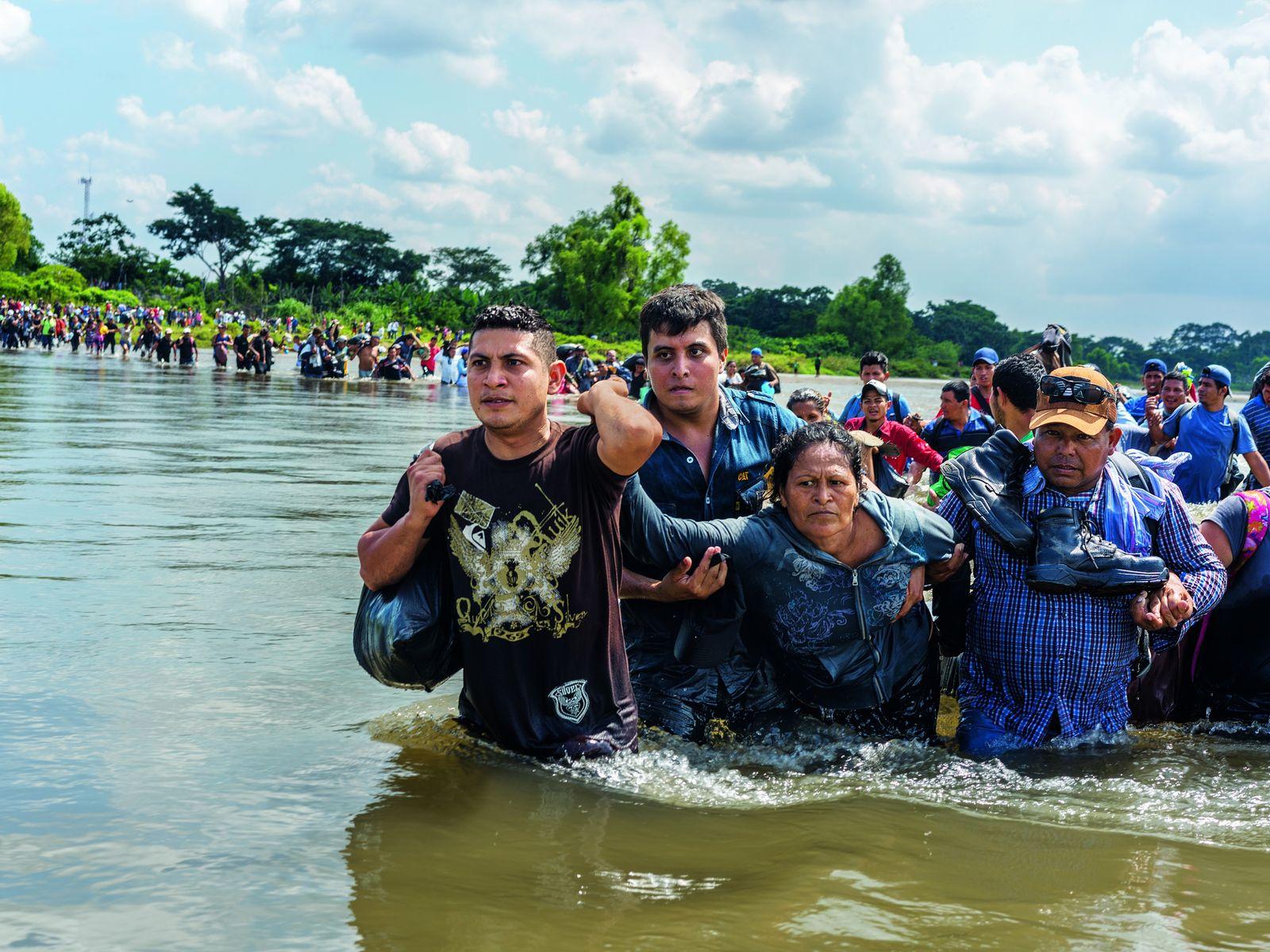 Salvadorianische Migranten überqueren im November 2018 die Grenze zwischen Guatemala und Mexiko. Von hier sind es ...
