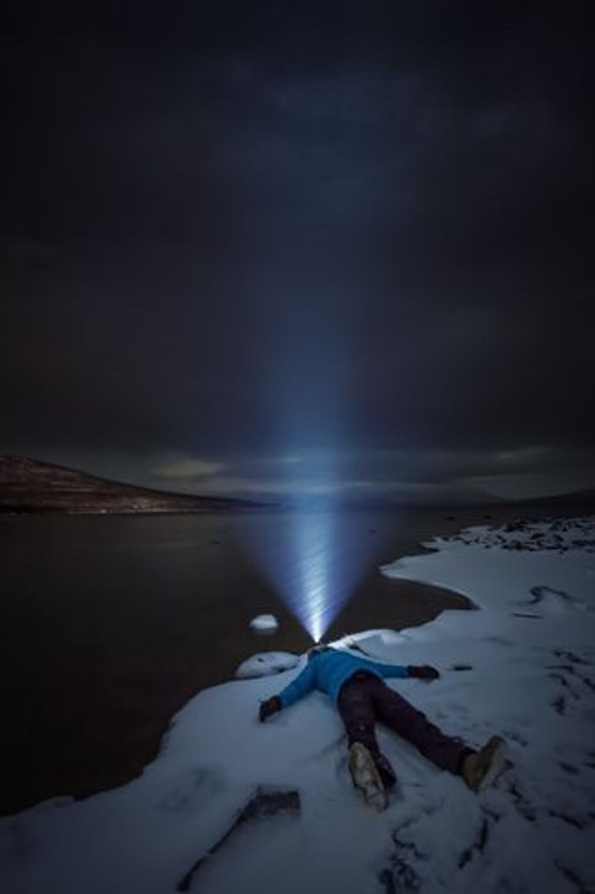 Entspannung in Kiruna | Manchmal muss man sich einfach in einem Schneesturm aufs Eis legen und ...