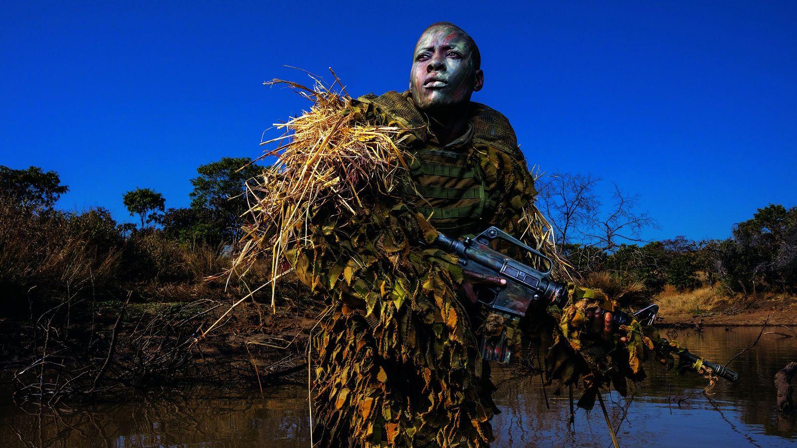 weiblicher Ranger in Simbabwe