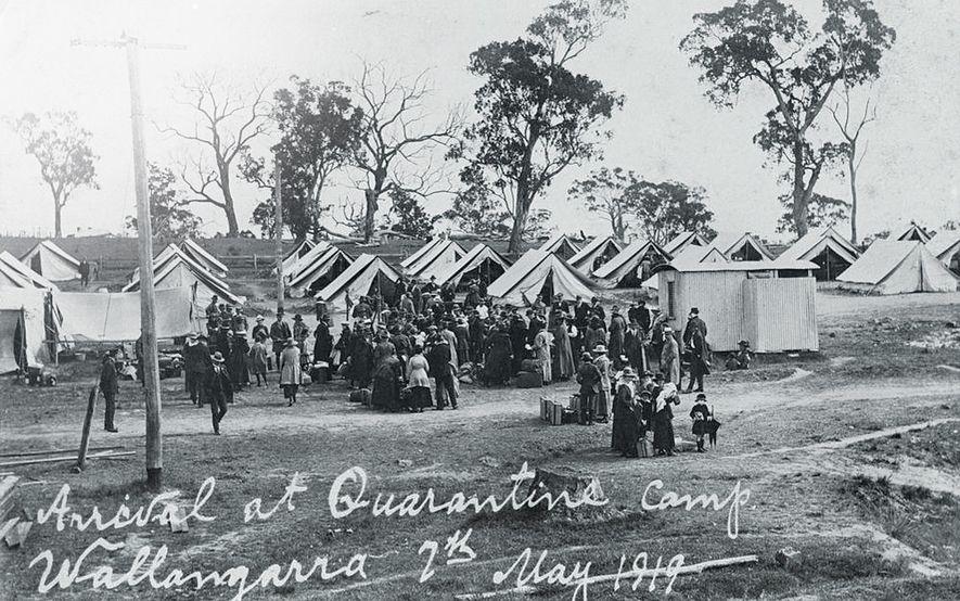 Die Spanische Grippe erreichte Australien erst im Jahr 1919. Quarantäne-Camps wie dieses in Wallangarra, Queensland, wurden ...