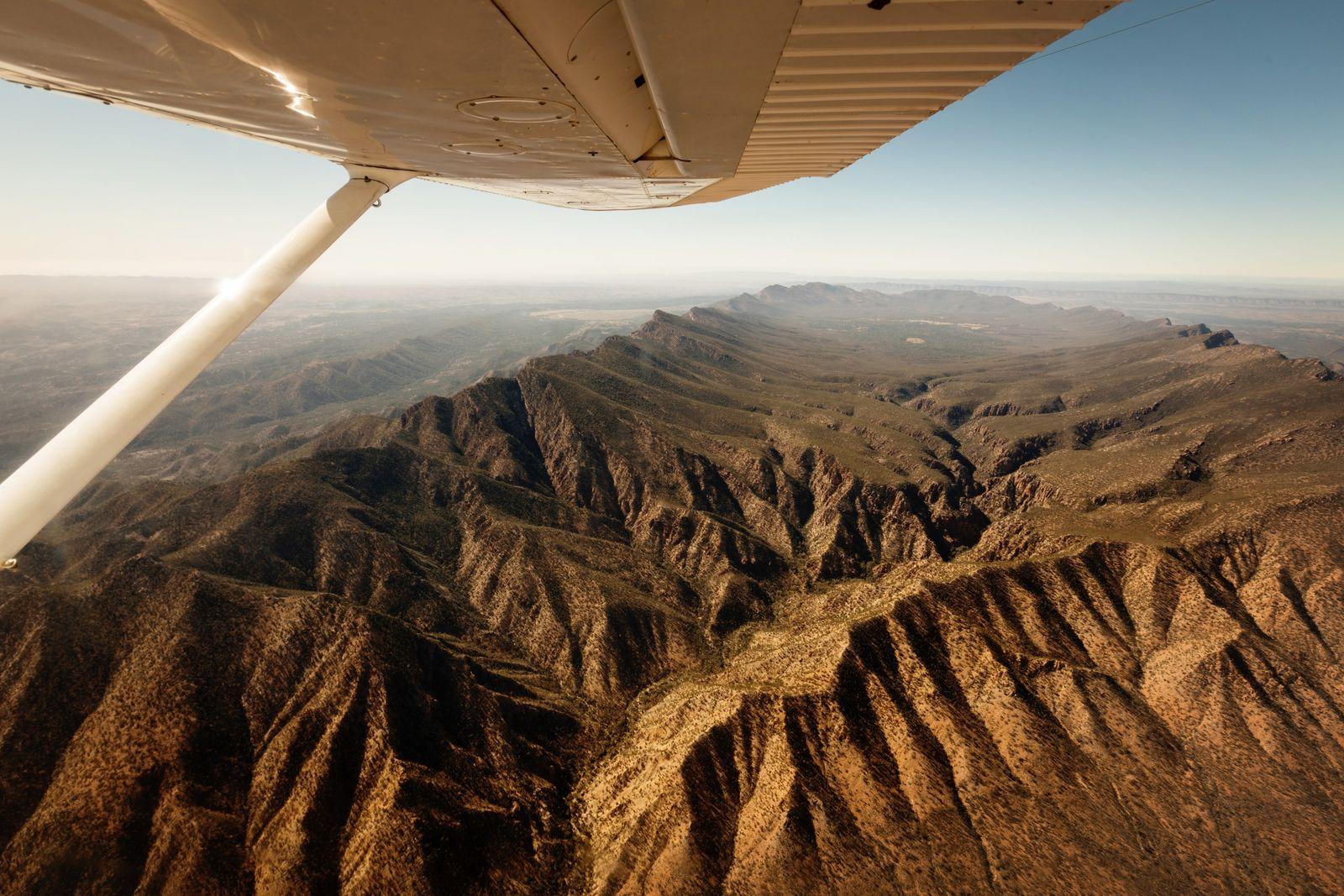 Die Aussicht aus seiner Cessna offenbart die Schönheit der Berglandschaft Wilpena Pound