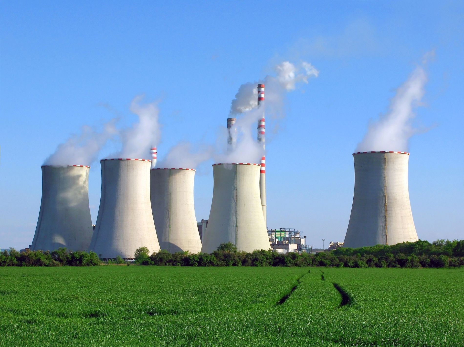Heffa Schücking kämpft gegen umweltschädliche Projekte wie dieses Kohlekraftwerk.