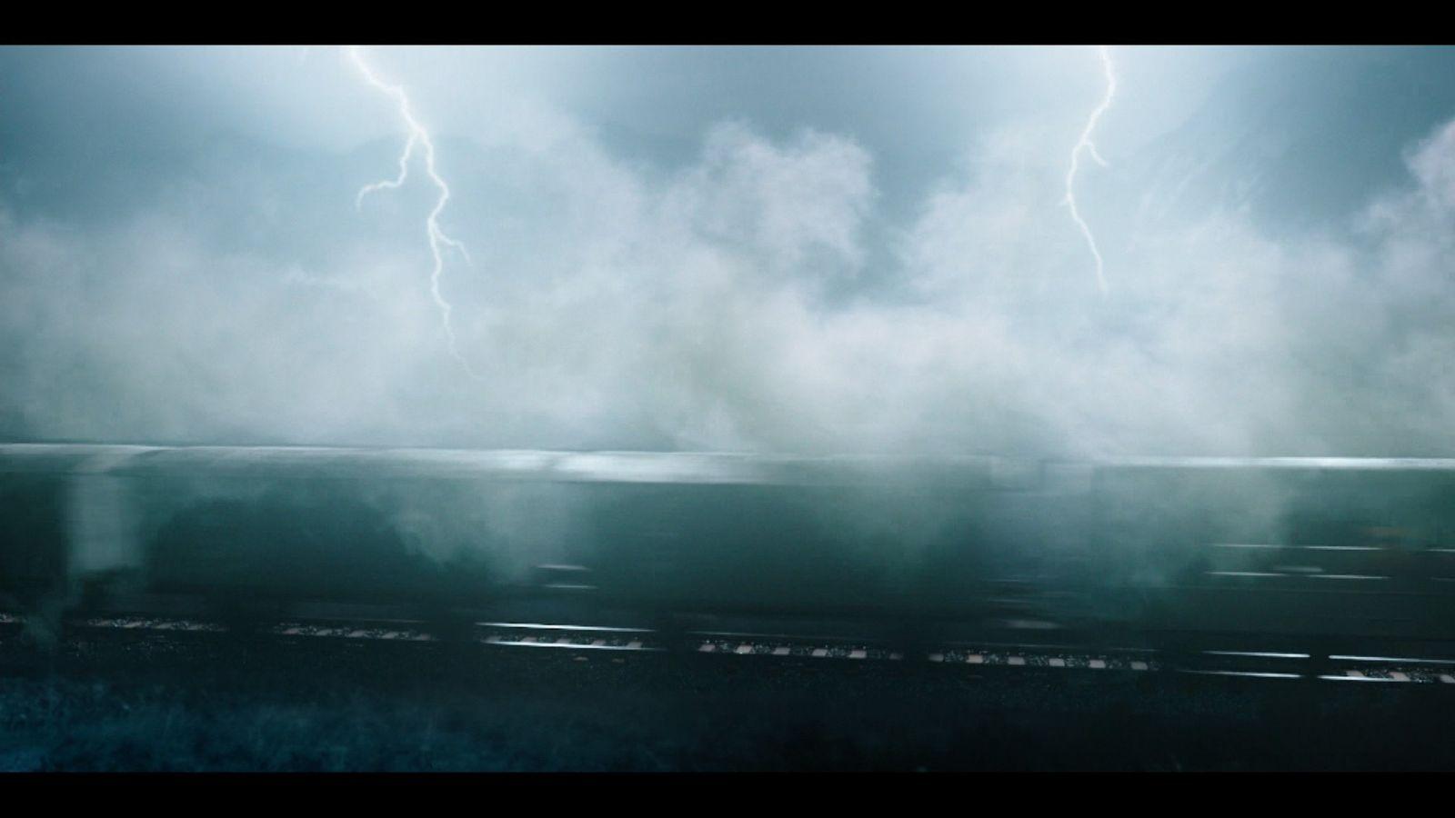 Ein fahrender Zug und Blitzschläge illustrieren Einsteins Relativitätstheorie