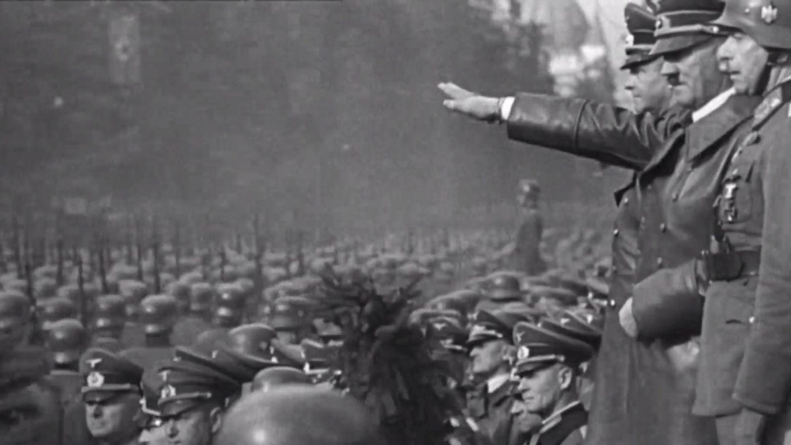 Hitler und Truppen
