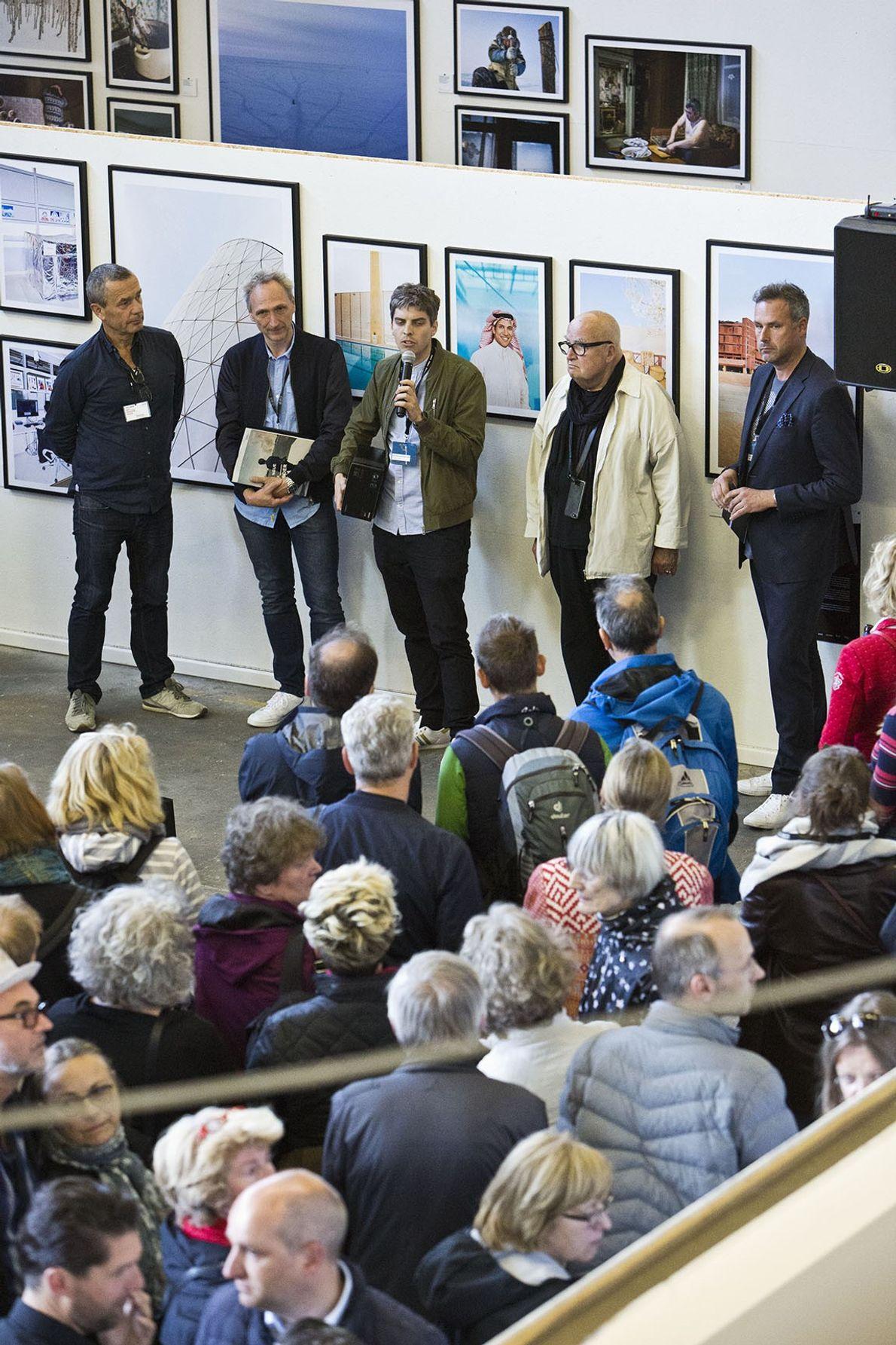 """""""Gruppenausstellung der Neue BFF-Förderpreis"""" in der Panzerhalle. Fotografen der Ausstellung sind Philipp Hannappel und Timo Jaworr, ..."""