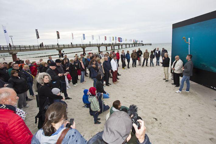 Die Eröffnung der Ausstellung »Vorsicht Plastik – die Vermüllung der Weltmeere« durch den Stellv. Chefredakteur des ...