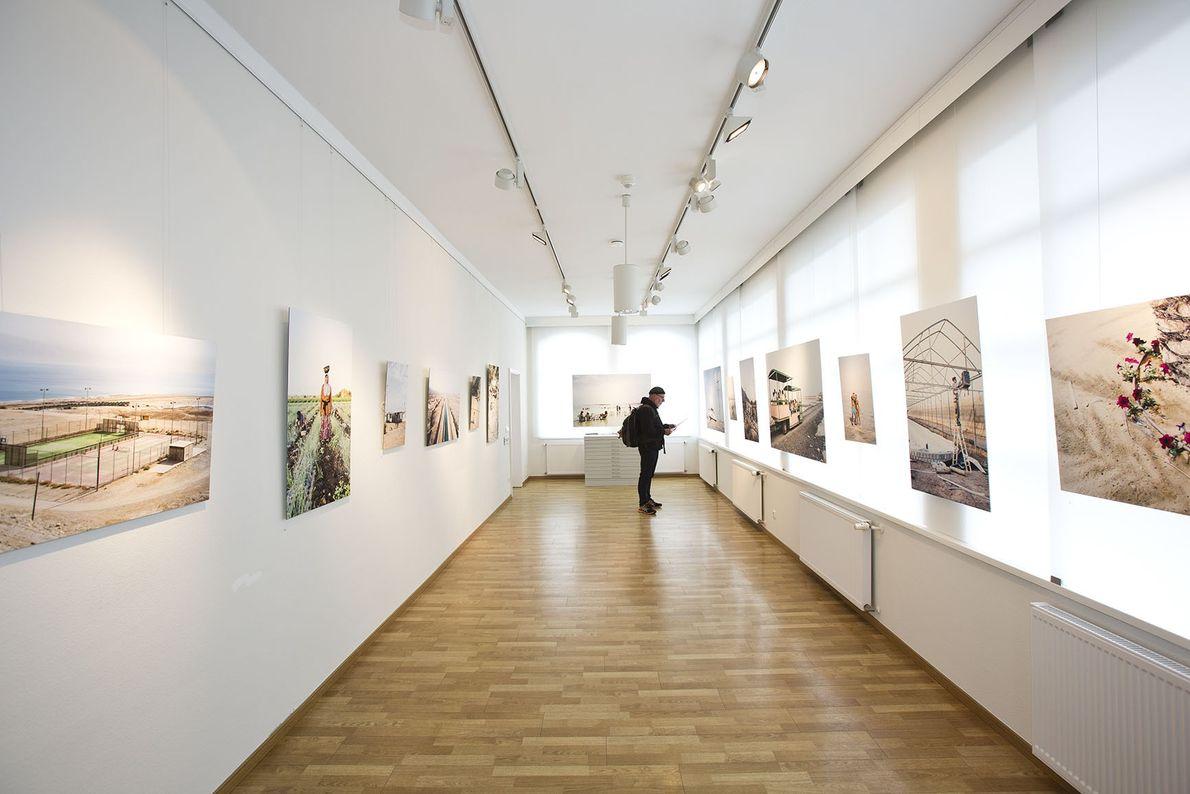 Ausstellung »Das sterbende Tote Meer« von Moritz Küstner in der Epson Digigraphie Galerie.