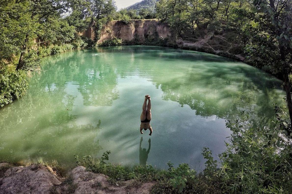 Im Sommer gehen die Einheimischen in diesem natürlichen Teich im Norden des Iran baden.