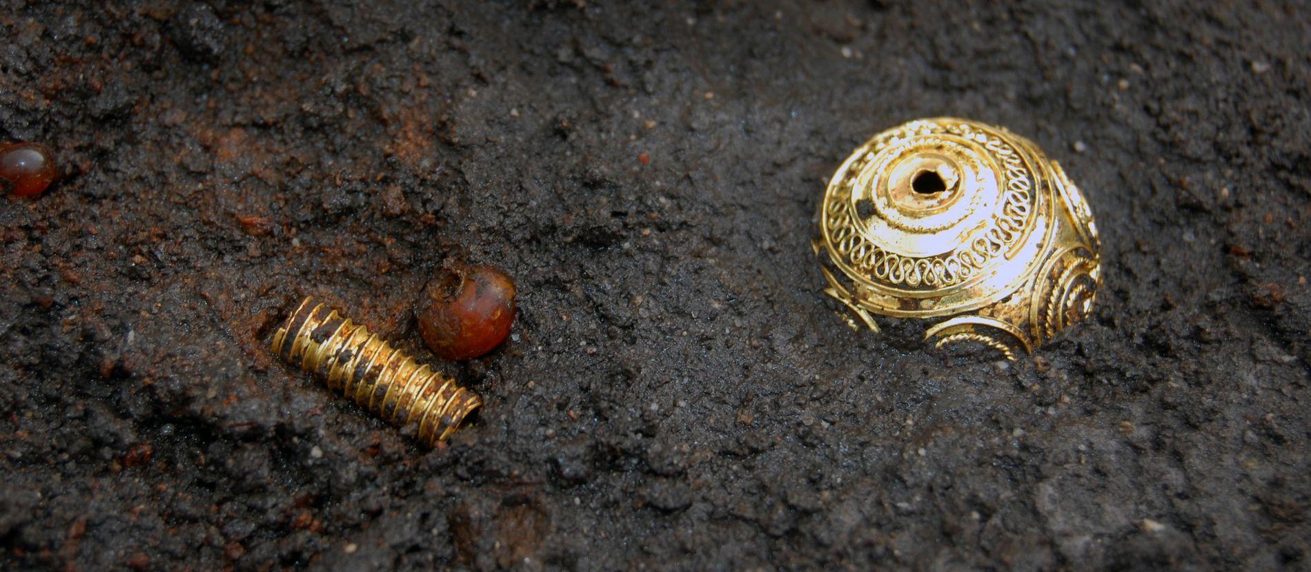 Goldperle aus dem Grab einer Keltenfürstin