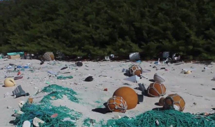 Auf der Insel haben sich etwa 18 Tonnen Plastik angesammelt.