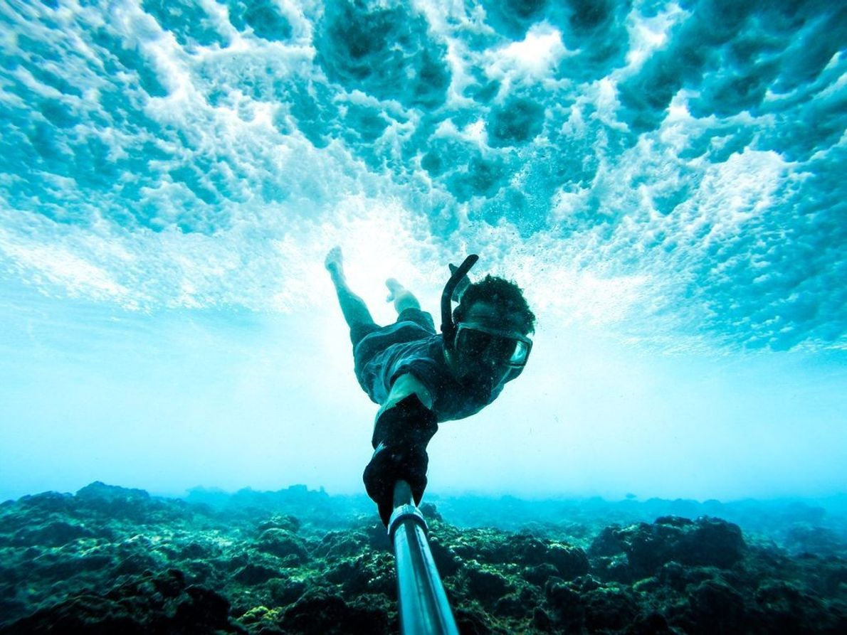 Man braucht eine Menge Übung und Gelassenheit, um sich direkt über einem Riff zu halten, während ...