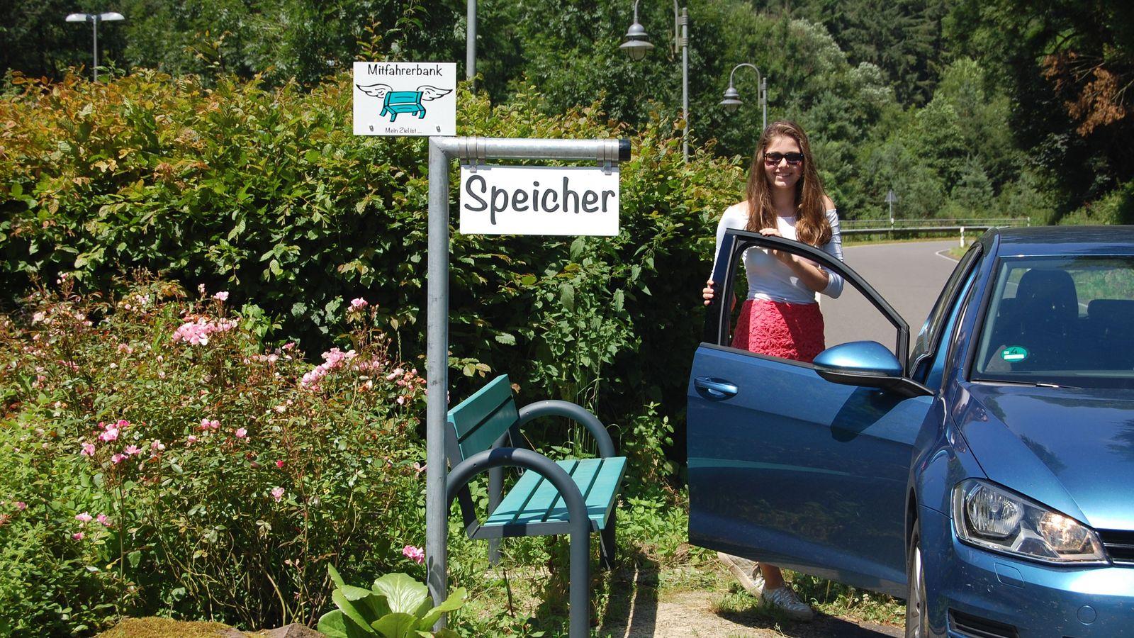 Mitfahrerbank in Speicher in der Eifel