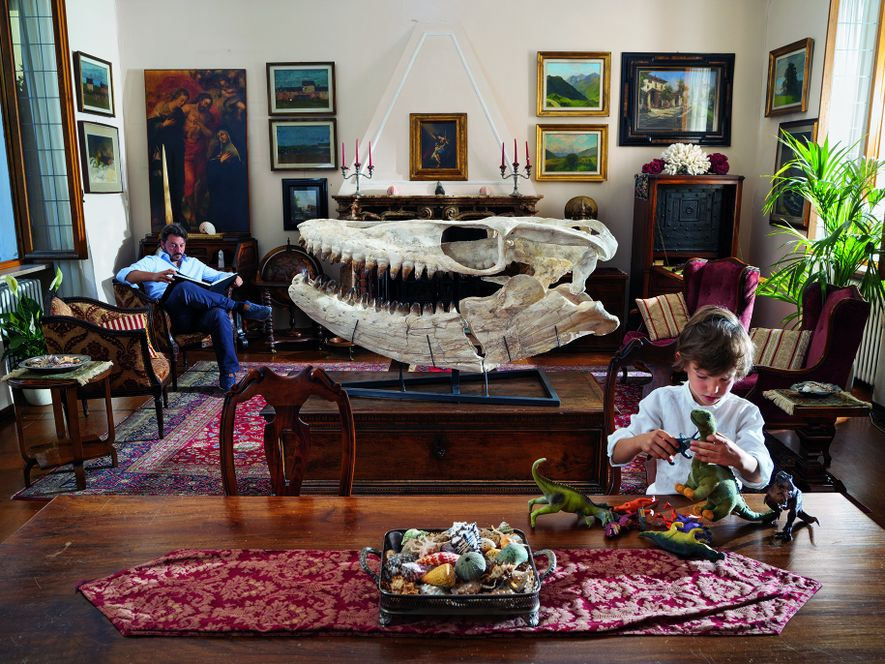 Die Spielzeugdinosaurier beflügeln die Fantasie seines kleinen Sohnes Edoardo – aber für den italienischen Filmregisseur und ...
