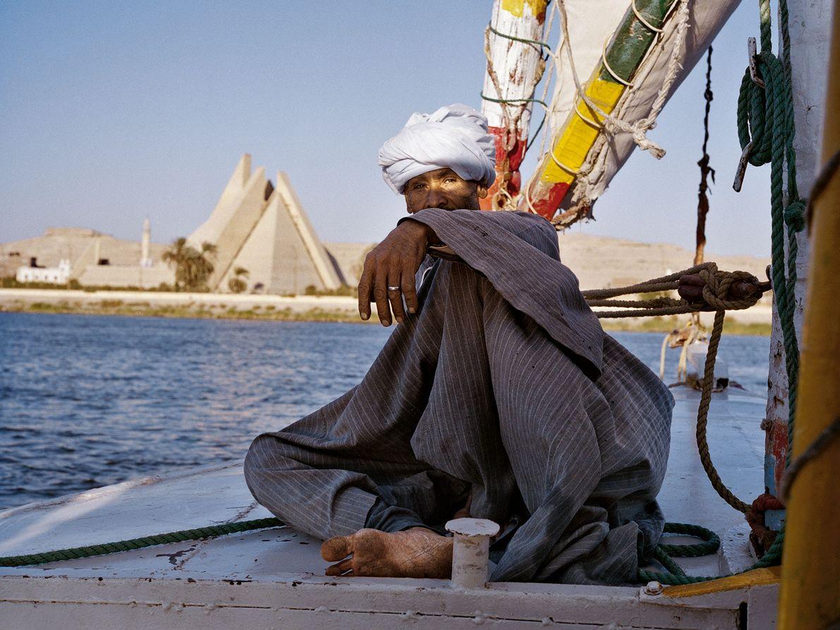 Mamdouh Abu Kelwa segelt mit seiner Feluke am Aton-Museum in al-Minya vorbei. Echnaton brauchte fünf Jahre, ...