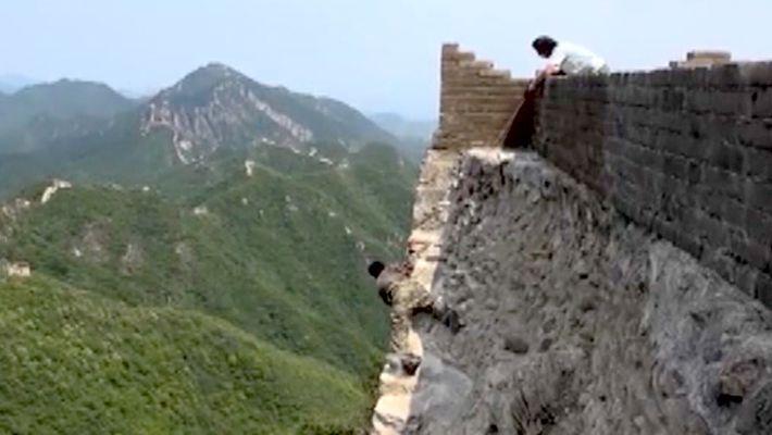 Die Reparatur der Chinesischen Mauer ist ein gefährlicher Job