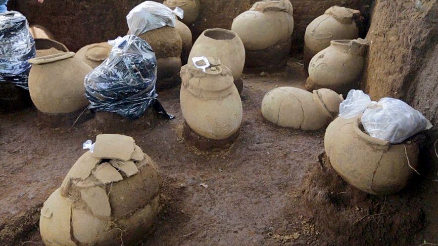 Urnen mit Knochen auf 1.000 Jahre altem Friedhof entdeckt