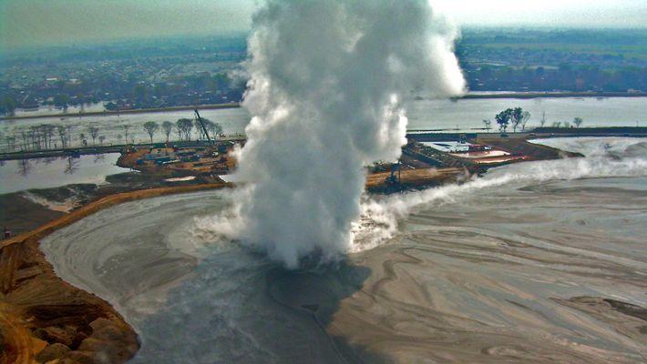 Ausbruch eines Schlammvulkans dauert schon 10 Jahre