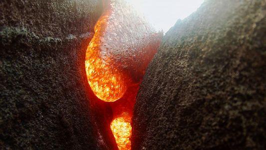 Lava begräbt Kamera, aber die filmt weiter
