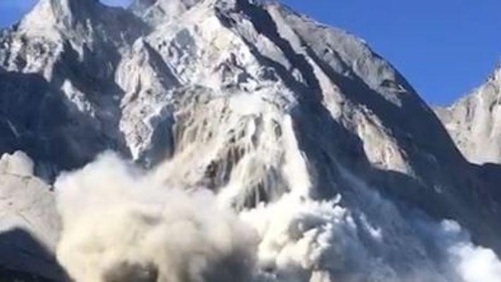 Schlammlawine trifft Dorf in der Schweiz
