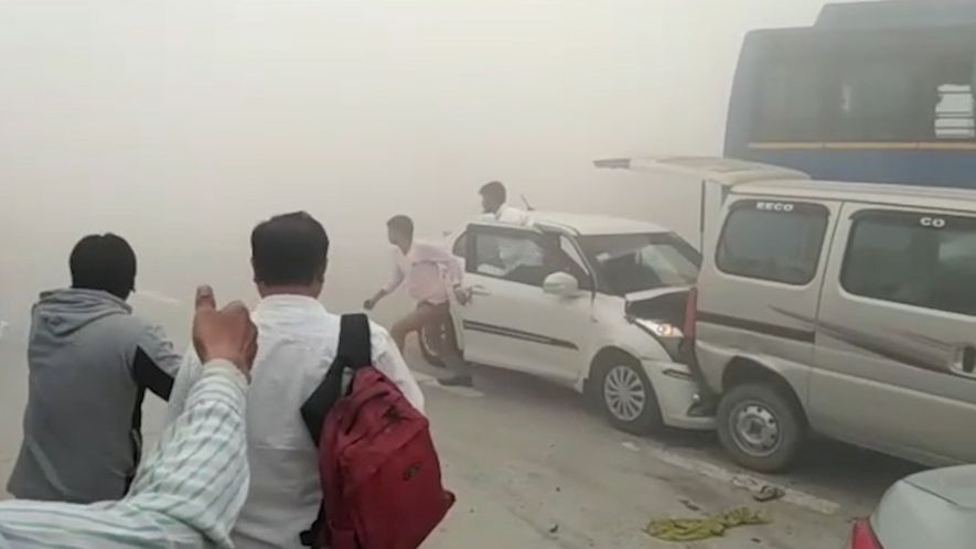 Smog in Indien verursacht Autounfälle