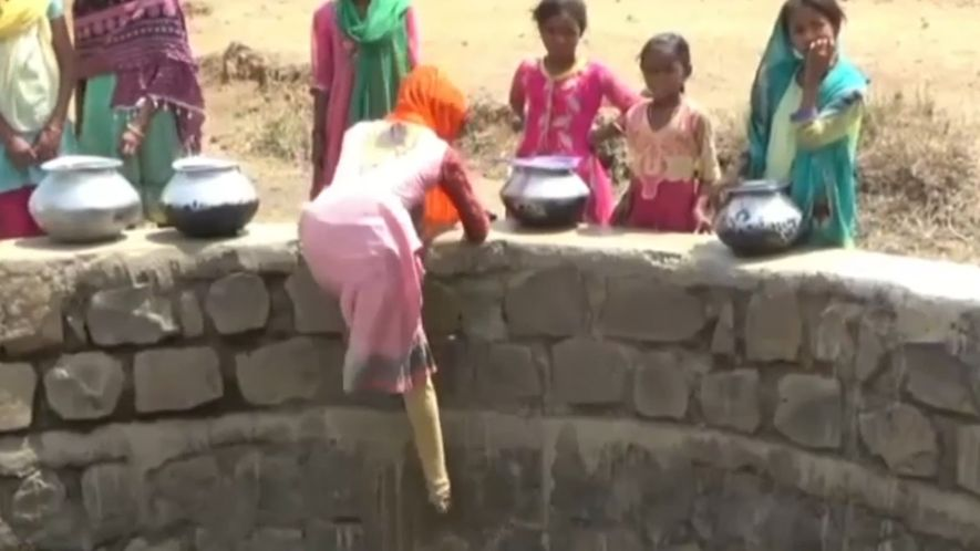 Kinderalltag in Indien: Zwölf Meter abwärts für einen Eimer Wasser