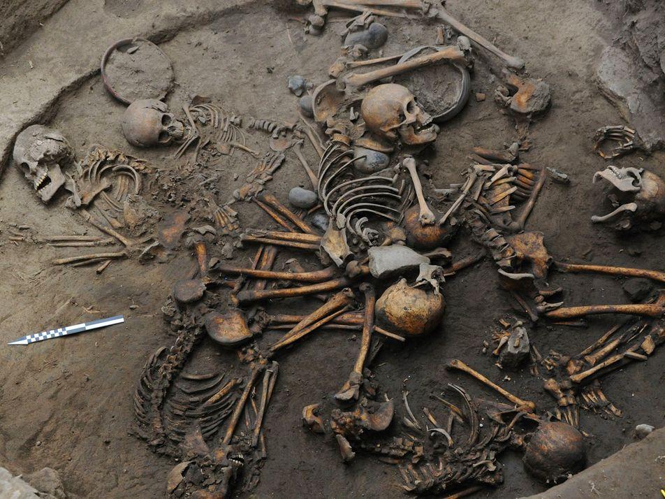 Kreisförmig angeordnete, vor-aztekische Skelette gefunden