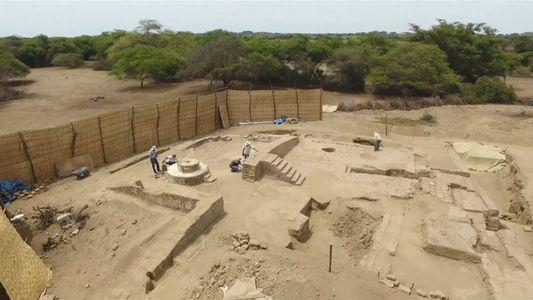 Entdeckt einen alten peruanischen Bankettsaal