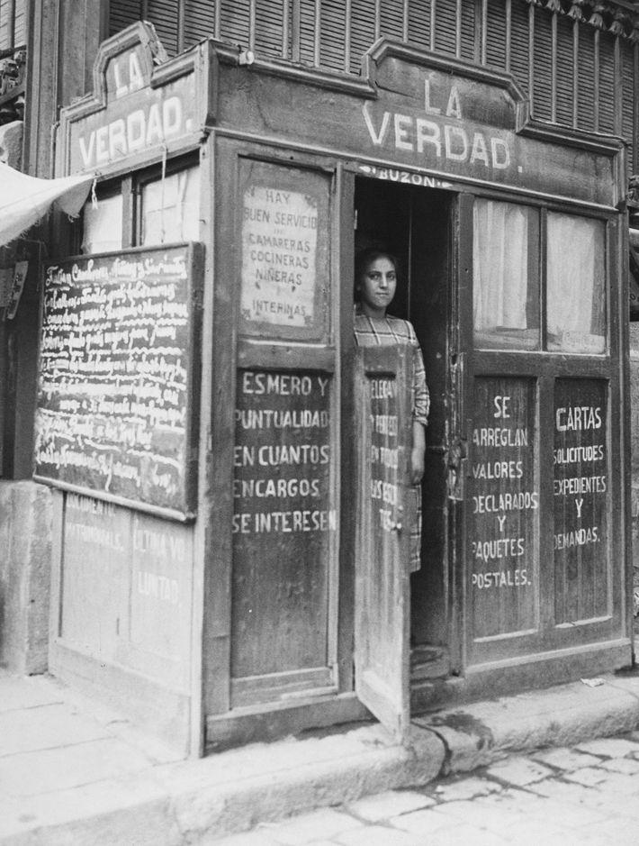 Der Stand einer Briefschreiberin wirbt mit dem Schriftzug La Verdad – die Wahrheit. Dort werden auch ...