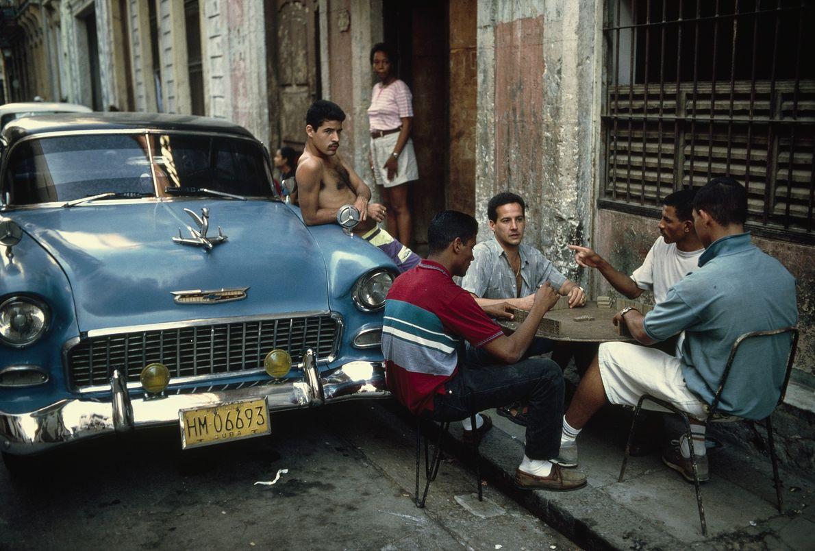 """""""Diese Szene ist typisch für Havanna und Kuba generell"""", erklärt Fotograf David Alan Harvey.  """"Für viele ..."""